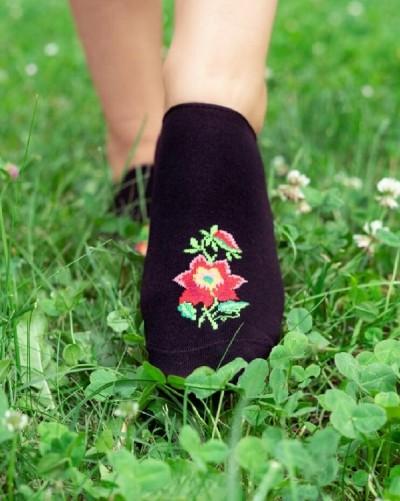 Ťapky s folklórnym kvetom